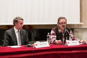 Jordi Piqué, autor del llibre, i Albert Piñeira, a la presentació del llibre El judici del falcó