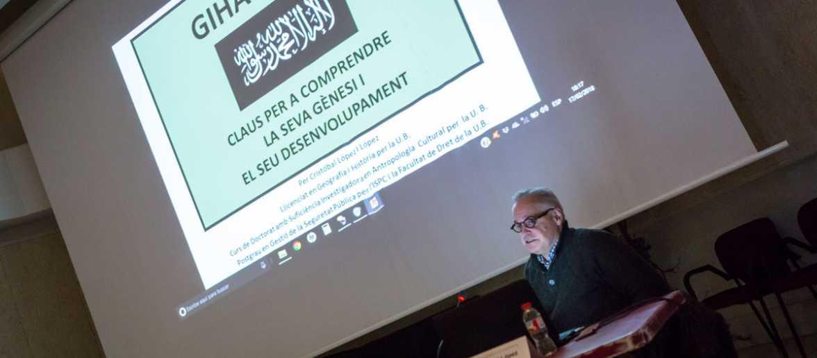 """Conferència """"Gihadisme: claus per a comprendre la seva gènesi i el seu desenvolupament"""" a càrrec de Cristóbal López."""