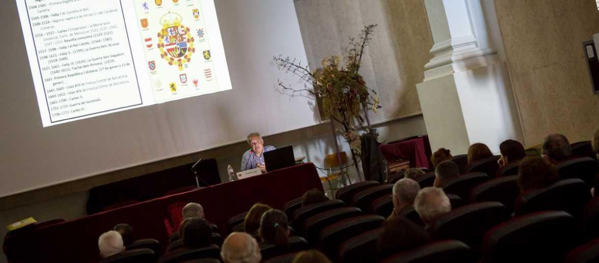 """Conferència """"Jocs de Trons: Els fonaments de la nació catalana i de la nació espanyola."""" a càrrec de Cristóbal López"""