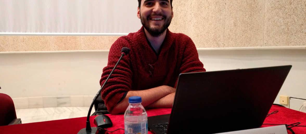 Arnau Navinés durant la conferència